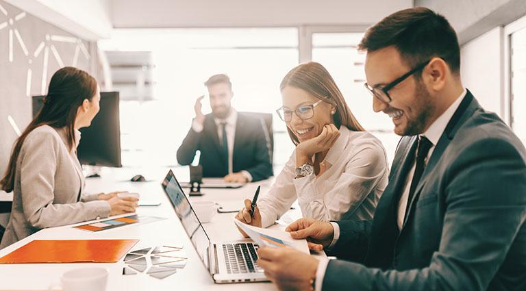Afbeelding van een meeting met projectmanagers